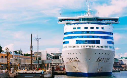 Tallink aloittaa uudelleenreitityksiä - yhden aluksen lippumaa muuttuu