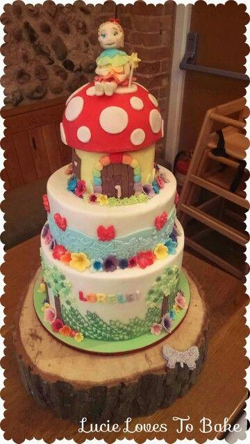 Just beautiful! Rainbow cake inside