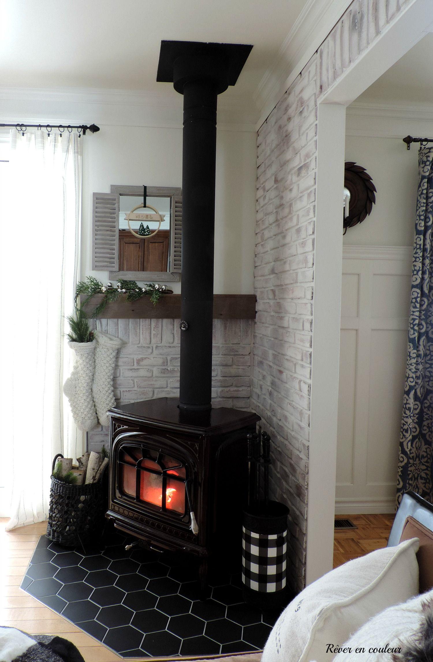 La Cuisine Transformation Du Mur De Briques Rever En Couleur Wood Stove Decor Freestanding Fireplace Home Fireplace