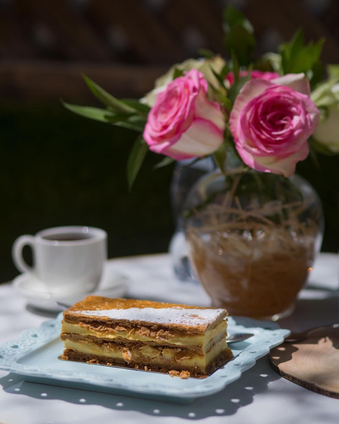 أرورا كافيه On Instagram لا تجعل من نفسك الخيار الثاني لأحد كن الأول أو لا تكن قهوه كوفي كفيات الرياض حلى Desserts Food Pie