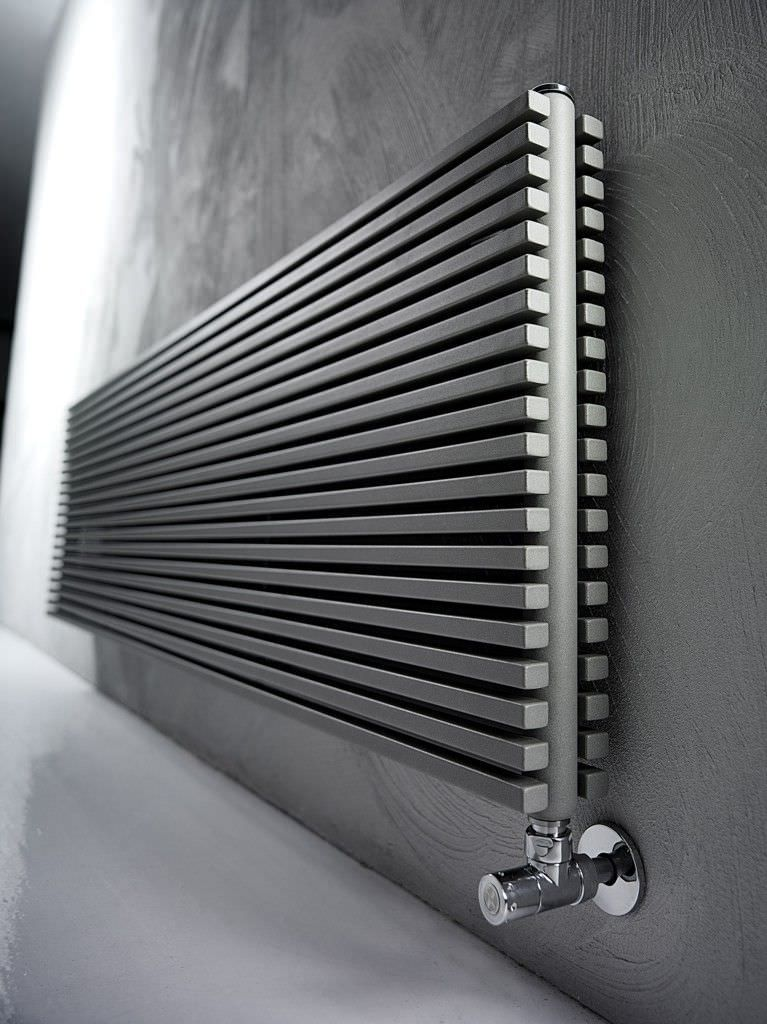 Heißwasser-Heizkörper / horizontal / aus Stahl / wandmontiert TRIM