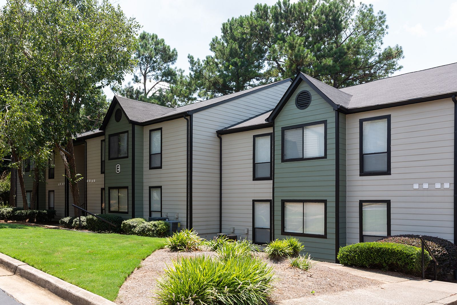 Renew Peachtree City Apartments Is Nestled Amongst The Trees Along 91 Miles Of Golf Cart Trails In The Prestigious Neig City Apartment Peachtree City Apartment