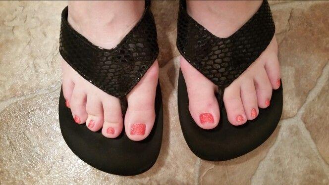 71ea7f8a27c5 Wide strap flip flops help hide bunions
