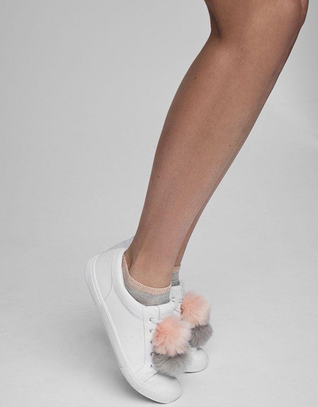 298cbc61b8 Pull Bear - mujer - zapatos - ver todo - bamba blanca. detalle pompones. -  blanco - 11530211-V2017