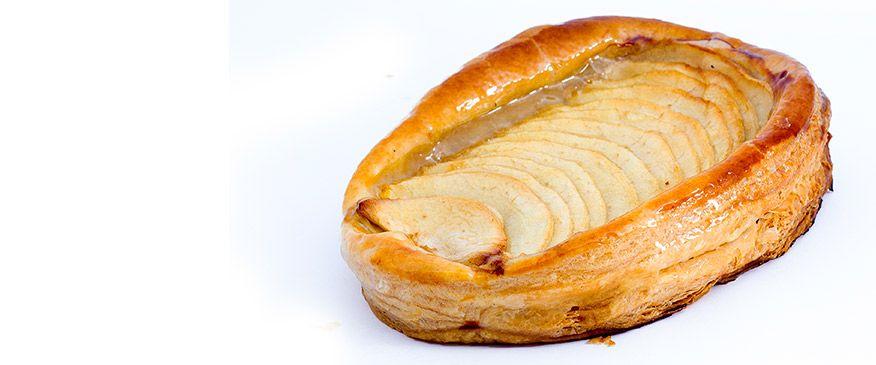 Manzana: Hojaldre finísimo, crema pastelera y manzana en láminas.