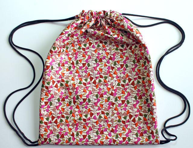Drawstring Backpack DIY I like the technique on this one. Very simple and  it is lined. 7c3a6e162b2c0