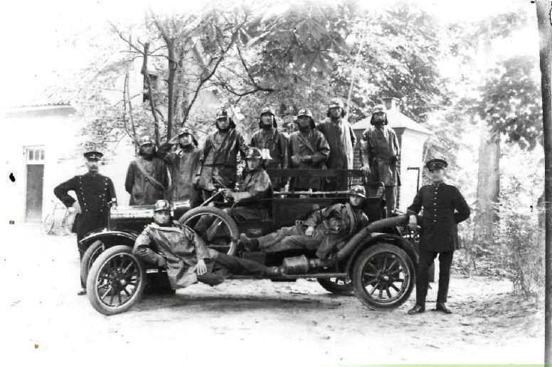 Eerste motorautospuit Brandweer Buren 1910-1920