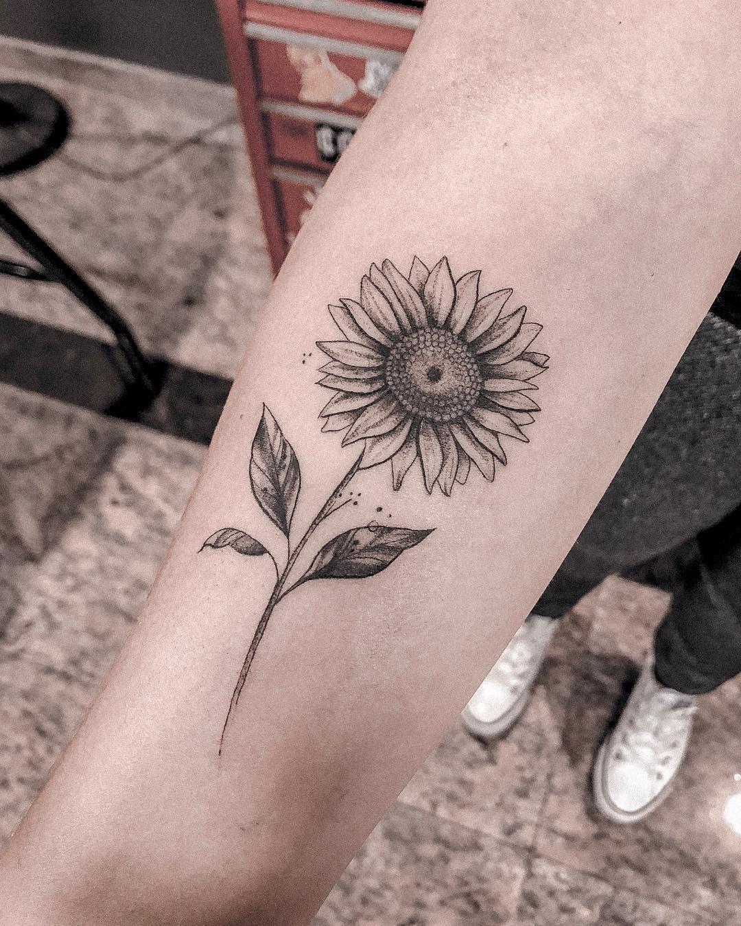 A Tatuagem De Girassol E Linda Mas Nao E So Por Sua Beleza