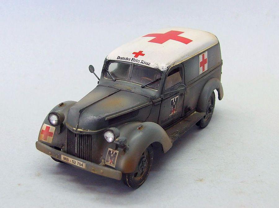 1:32 Forces of Valor 80076 GERMAN 4x4 AMBULANCE France 1940