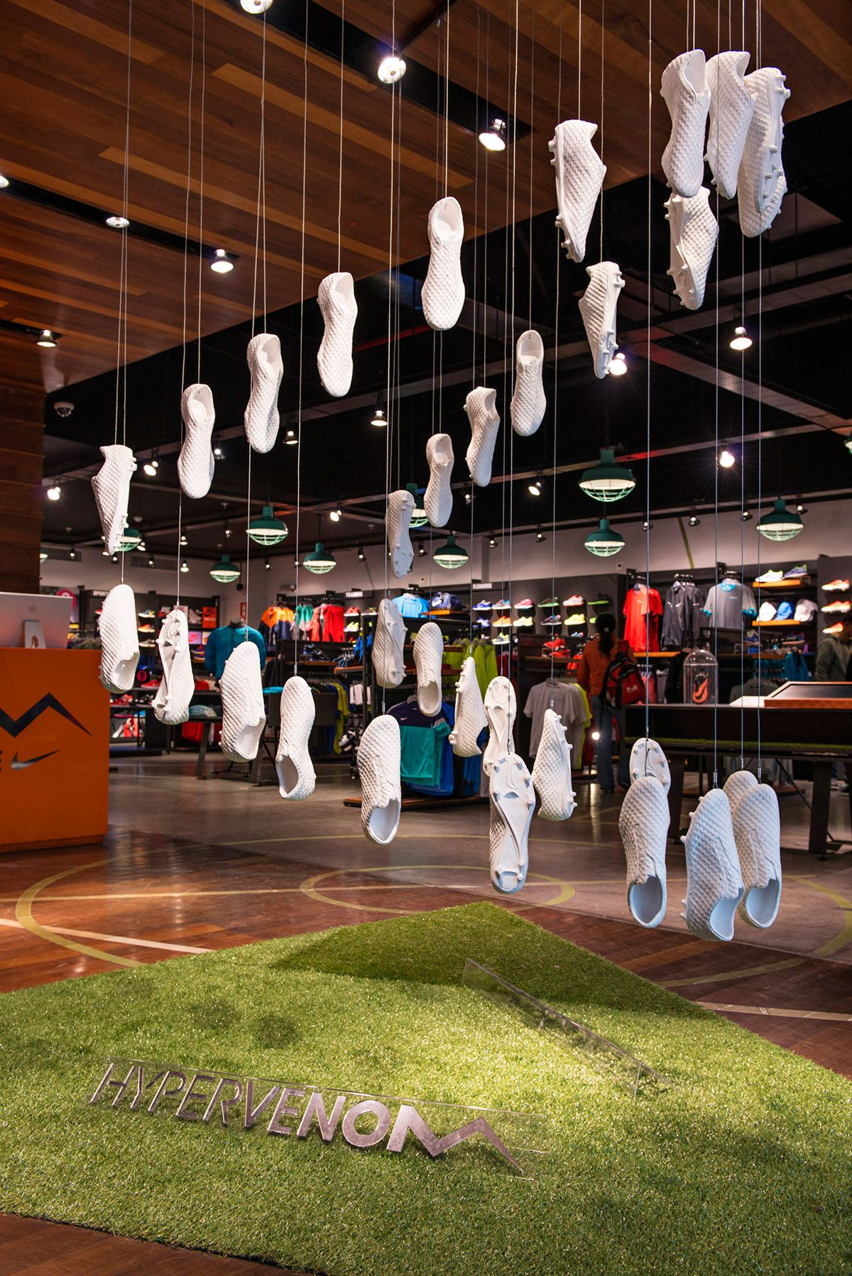 canto Cuota de admisión esperanza  Resin and glass fiber soccer shoes installed as an open jaw in Nike store  located in Lima, Peru | Nike, Soccer shoes, Nike store