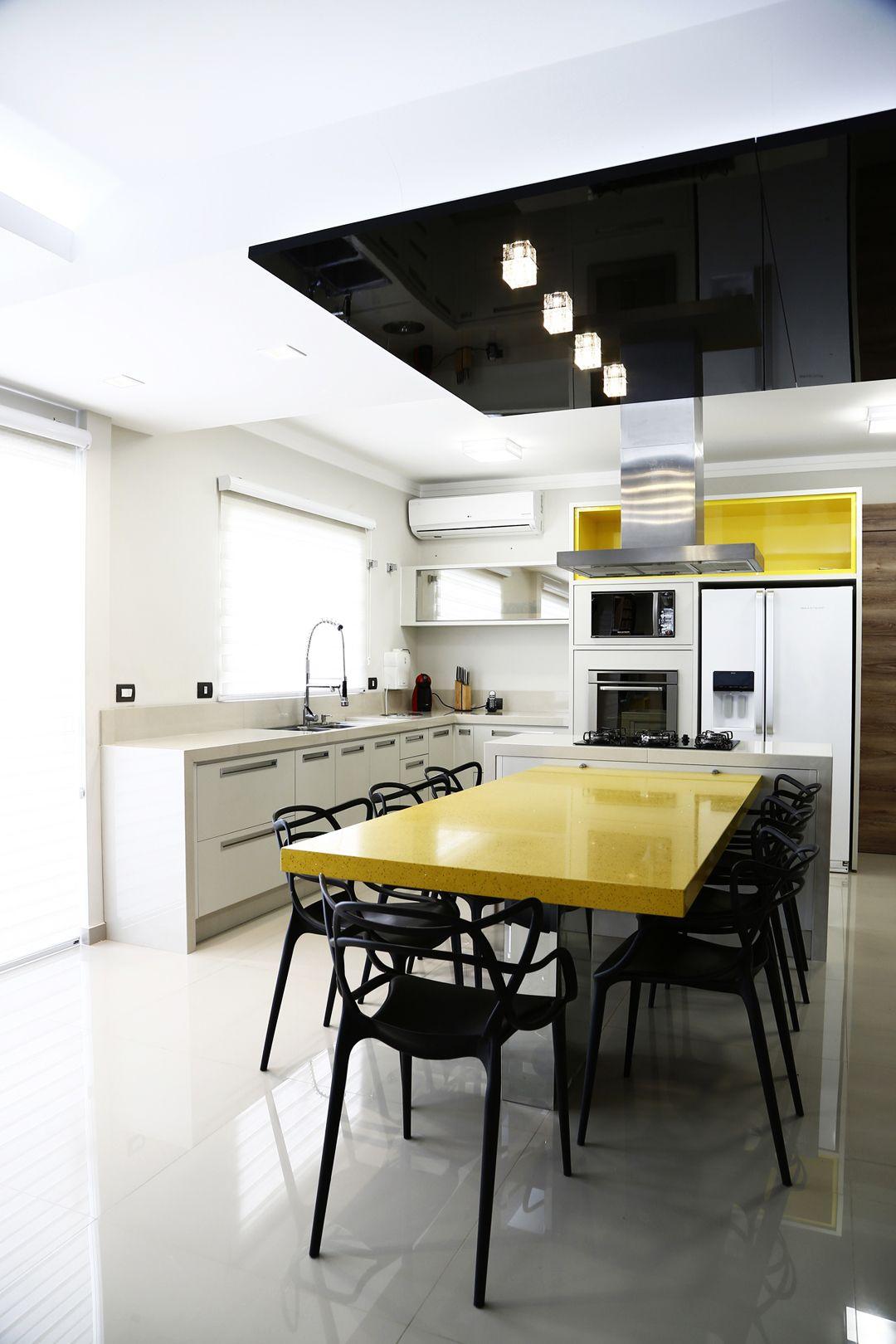 Cozinha kashmir nicho citrino paineis mezzo castani e preto basculantes reflecta mesa - Mesa de silestone ...