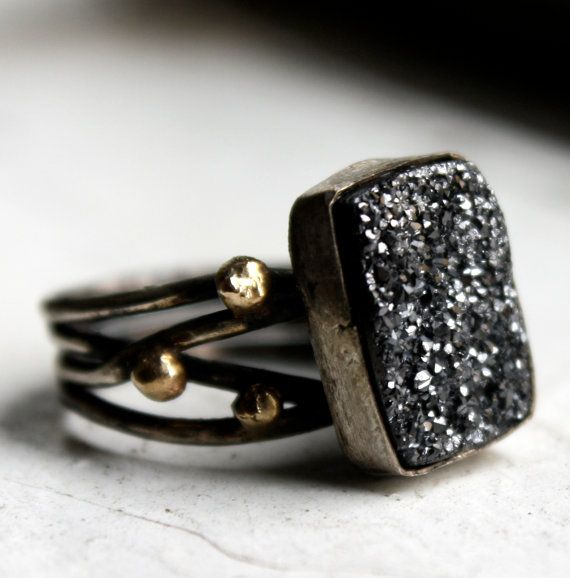 This drusy looks like sparkling graphite!