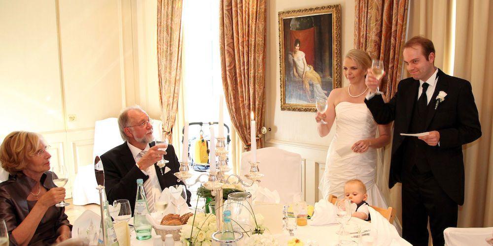 Hochzeitsfotografie Reportageaufnahme Brautpaar Gäste ...