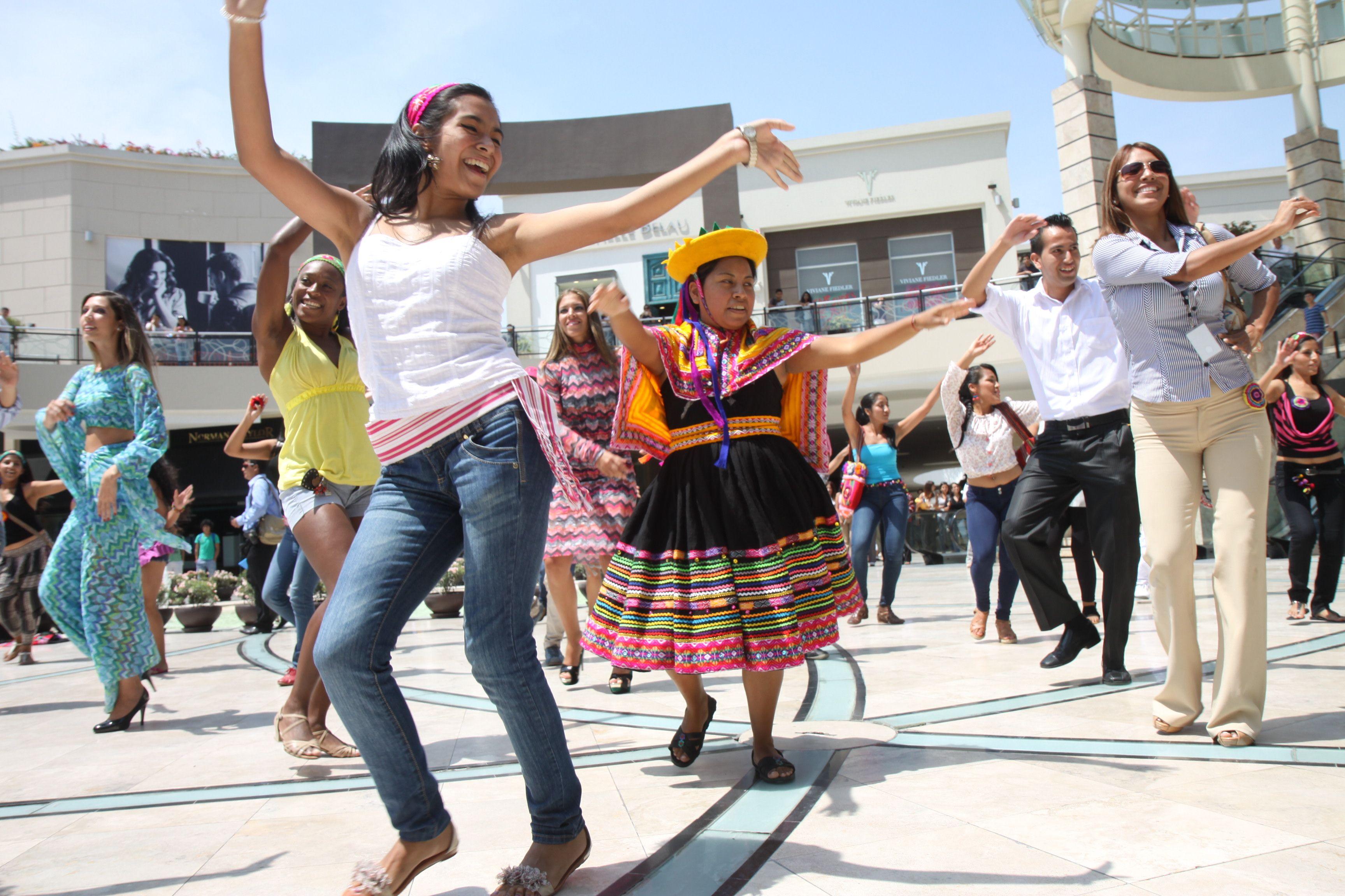 Nuevo Post sobre el inicio del Perú Moda 2013 http://www.misshunter-blog.com/2013/04/peru-moda-2013-inicio-con-un-flashmob.html