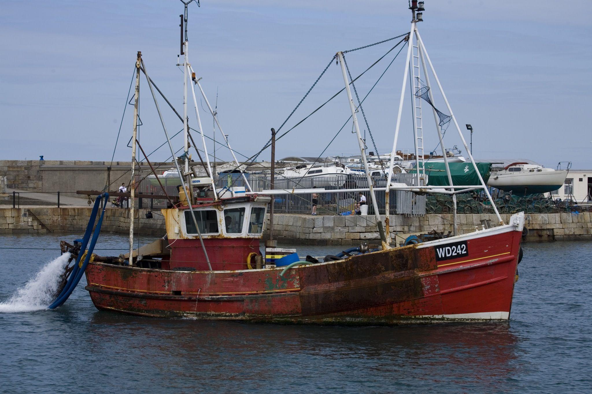 Description irish fishing boat barcos y botes for A small fishing boat