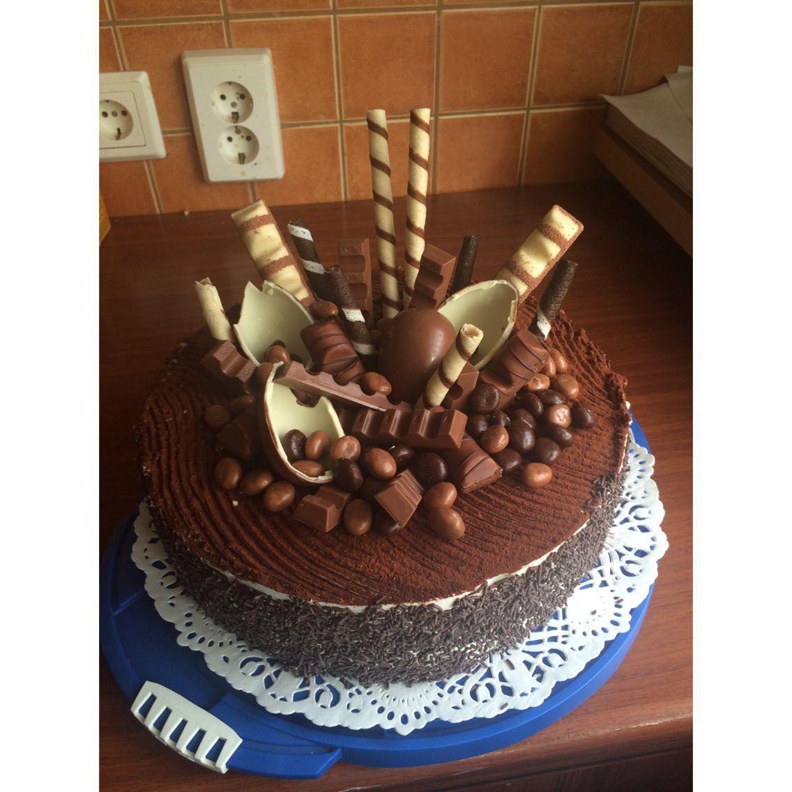 Kinder bueno cake cakes desserts pinterest g teau - Gateau deco kinder ...