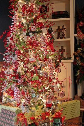 Feature Friday Ruby S Big And Festive Foyer Tree Southern Hospitality Christmas Tree Holiday Christmas Tree Beautiful Christmas Trees