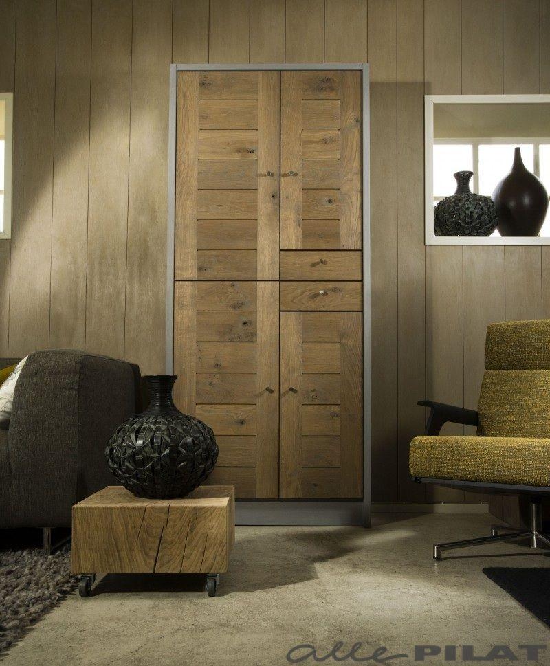 hoge eiken kast dwers met grijze wanden eigen ontwerp en op maat gemaakt woonwinkel