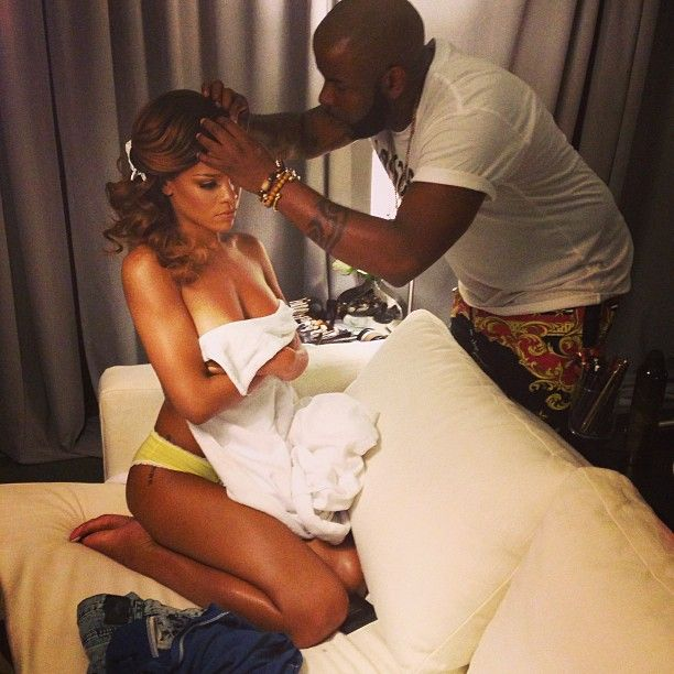 Rihanna publica nueva foto topless en Instagram ¿Qué tal luce?