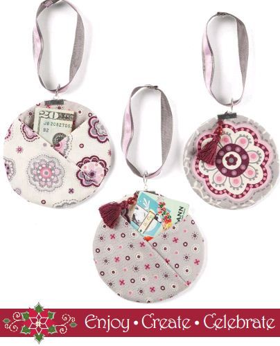 Love these handmade #gift card or money holders. Instead of money or gift card, make your own gift card like giving of time to babysit, pet sit, make a dinner, etc.,  Perfect for ornaments, too!