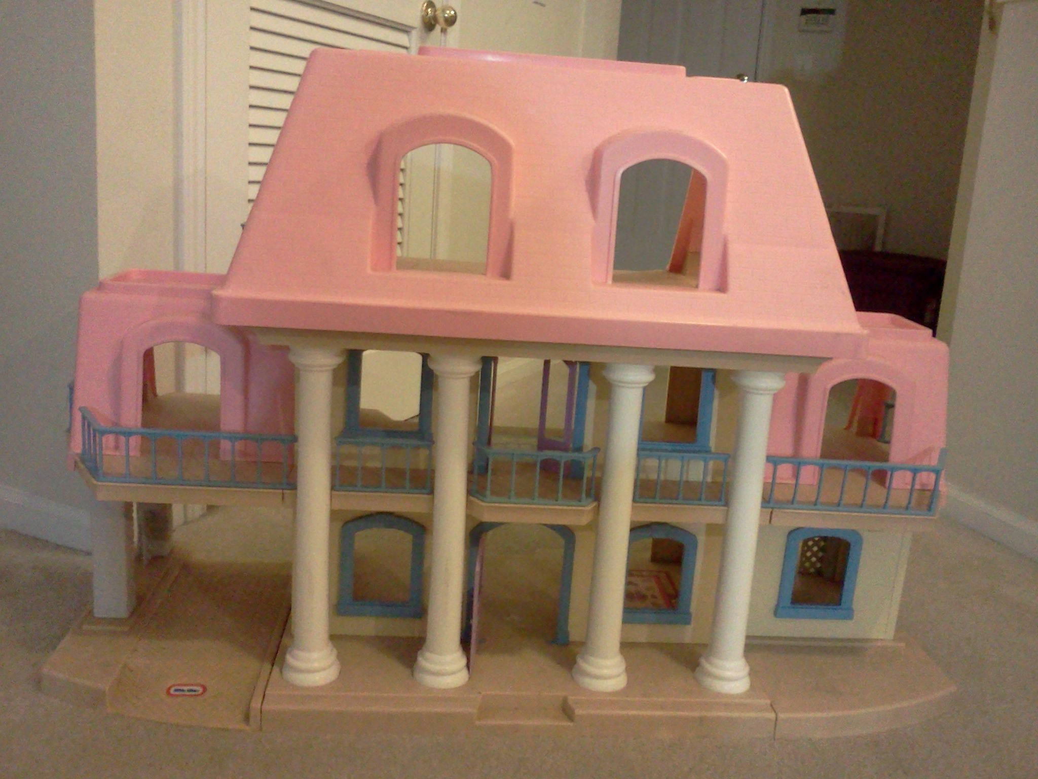 Vintage Little Tikes Dollhouse.... this is MY doll house!!!! THE ...