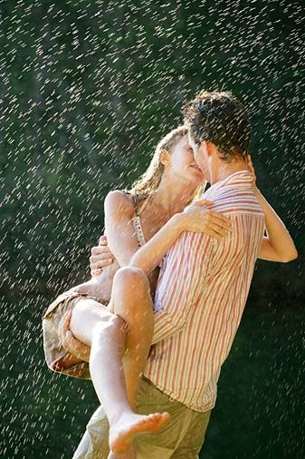Hot Couple Kissing In Rain Romantic Couples Couples Kissing In