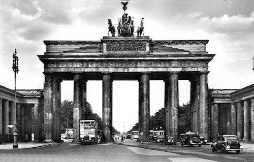 Devant La Deluge Brandenburger Tor Berlin Bilder Outfits Sommer