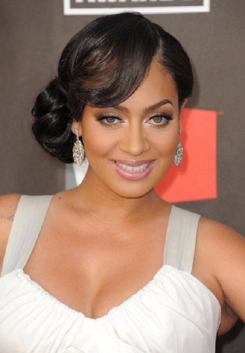 Coiffure mariage chignon les plus belles coiffures de maries short bob hairstyles with bangs are perfect prom hairstyle idea for african american girl who loves low side buns for medium length to short hair pmusecretfo Image collections