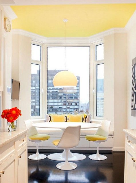I like the yellow ceiling with white walls and the built in window - kchen tapezieren ideen