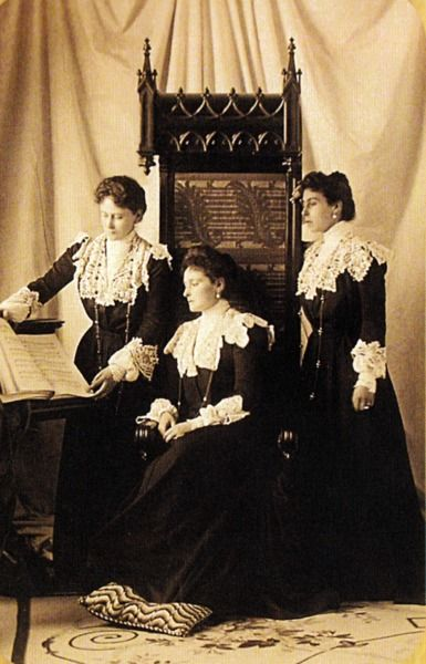 Grand Duchess Victoria Melita (Ducky), Alexandra Feodorovna, and Grand Duchess Ella, c. 1900.