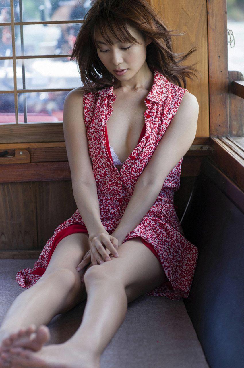 長崎真由子のセクシー画像
