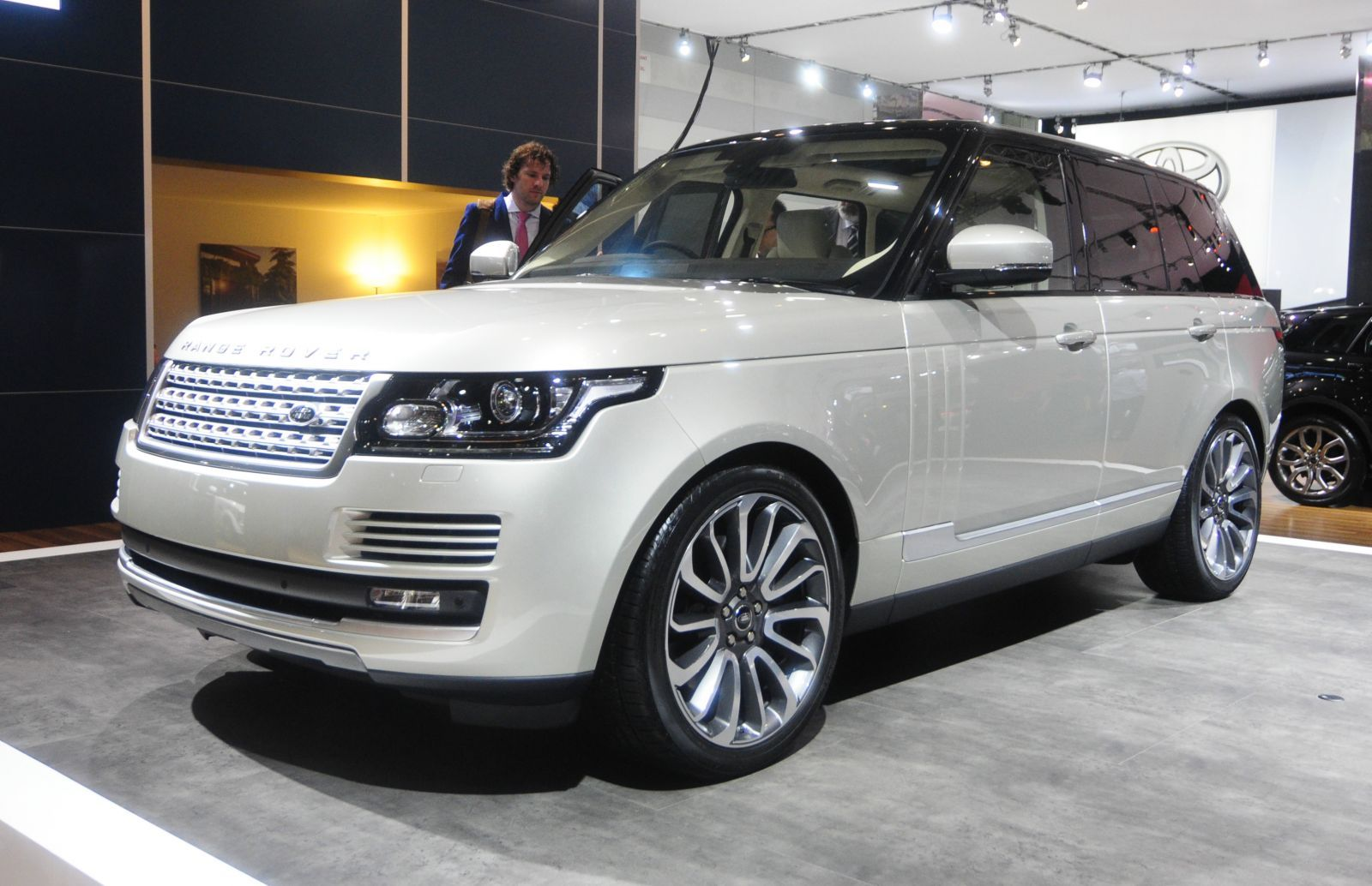 2013 Range Rover Unveiled At Australian International