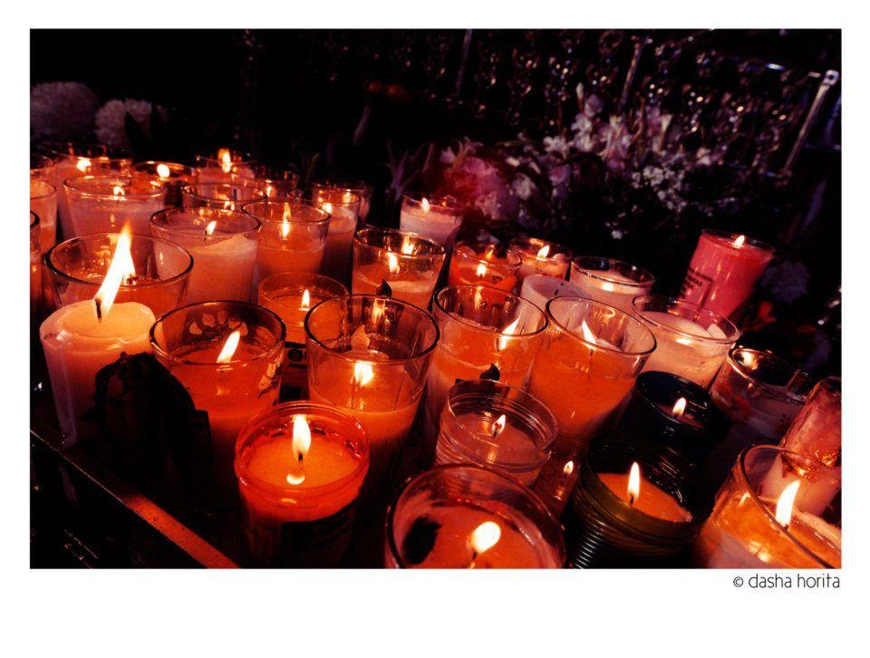 Entre luces y rezos para acompañar a la Virgen de la Candelaria