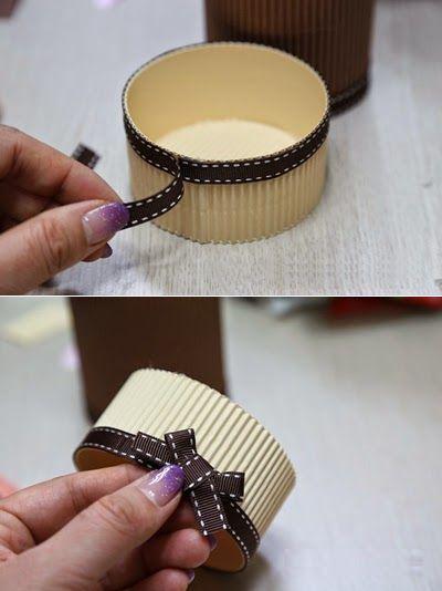 Haz una caja de regalo cil ndrica con cart n corrugado - Como hacer una cajita con cartulina ...