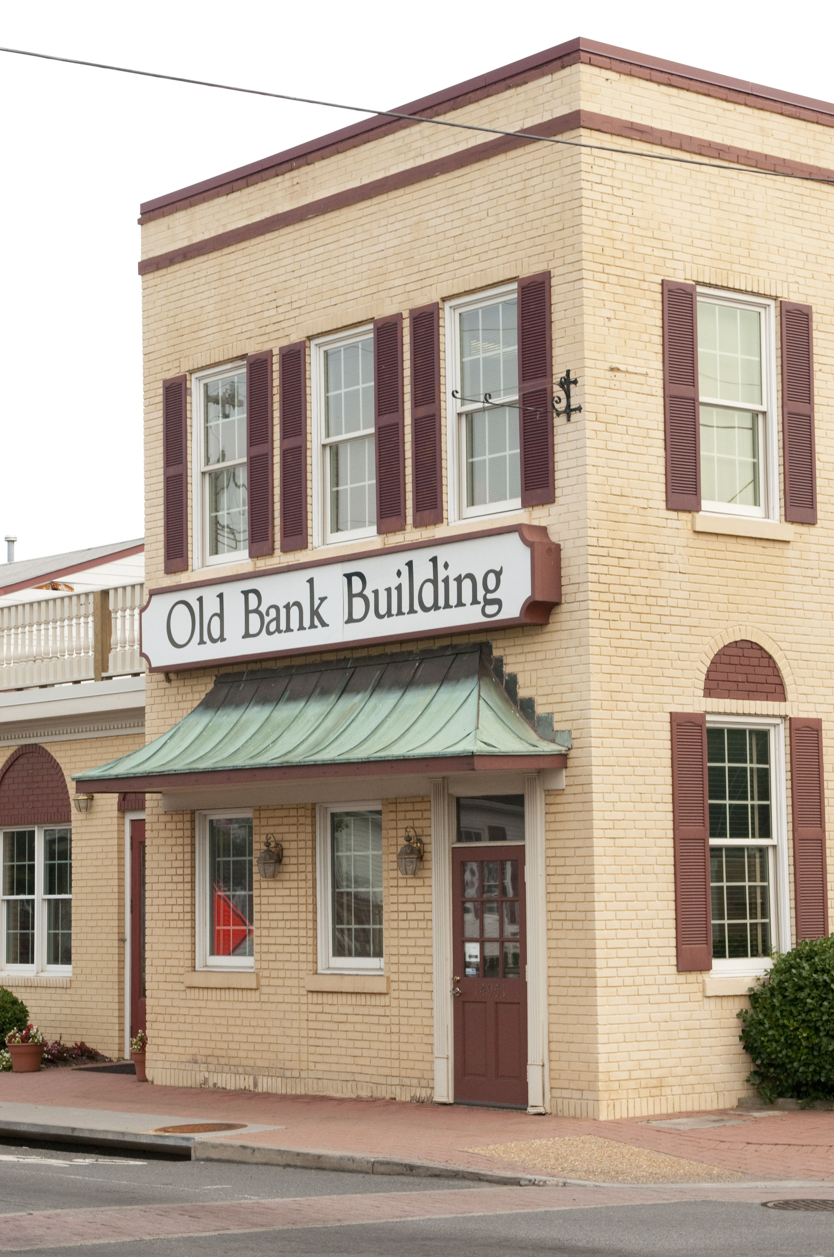 The Old Bank Building In Haymarket Vahistory Smalltown Mainstreet Banks Building House Styles Prince William County