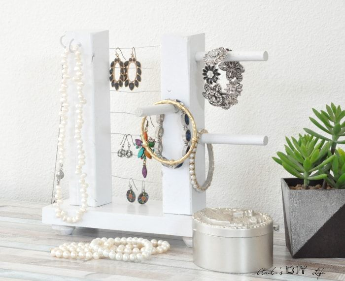 DIY Jewelry Holder  How To Build A Simple Organizer is part of Jewelry box diy, Diy jewelry holder, Jewelry organizer diy, Jewelry holder, Diy table top, Jewelry organizer box - Learn how to make a DIY Jewelry holder using scrap wood with step by step tutorial and video  This DIY wooden jewelry holder is easy to make!