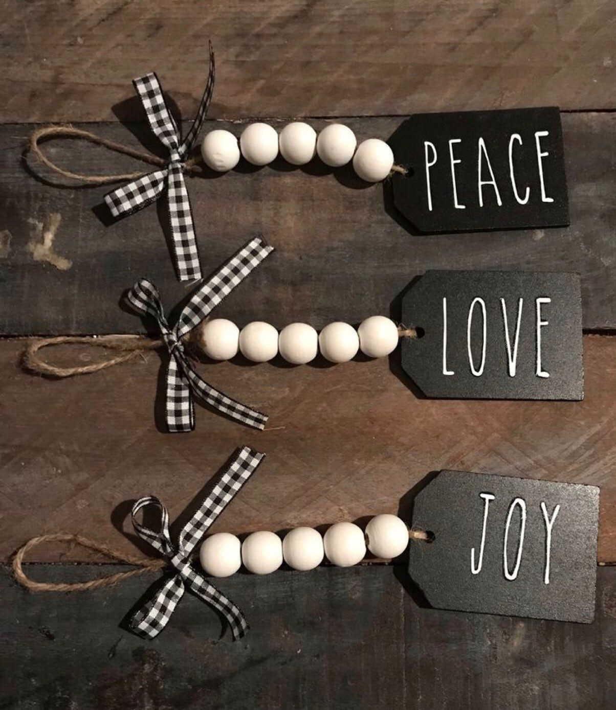 Set Of 6 Chalk Tags With Wooden Beads 2 Of Each Diy Christmas Decorations Easy Easy Christmas Diy Christmas Crafts