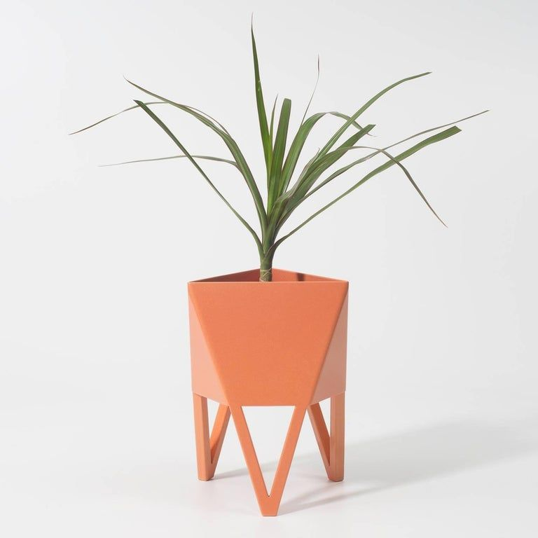 Best Deca Planter In Glossy White Steel Medium By Force 640 x 480