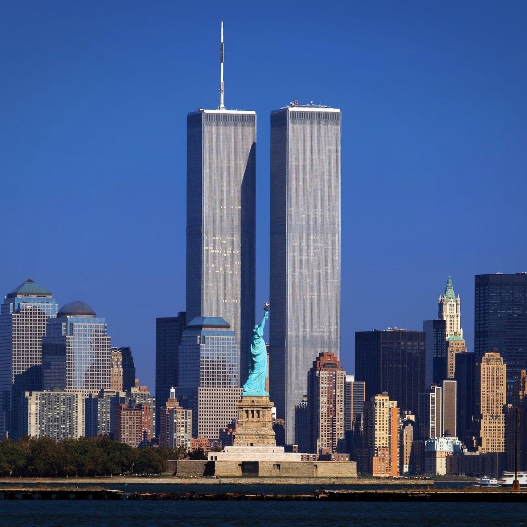 Pin de Vicki Noordermeer em Awesome Photographs | Comércio mundial, Arranha  ceu, New york skyline