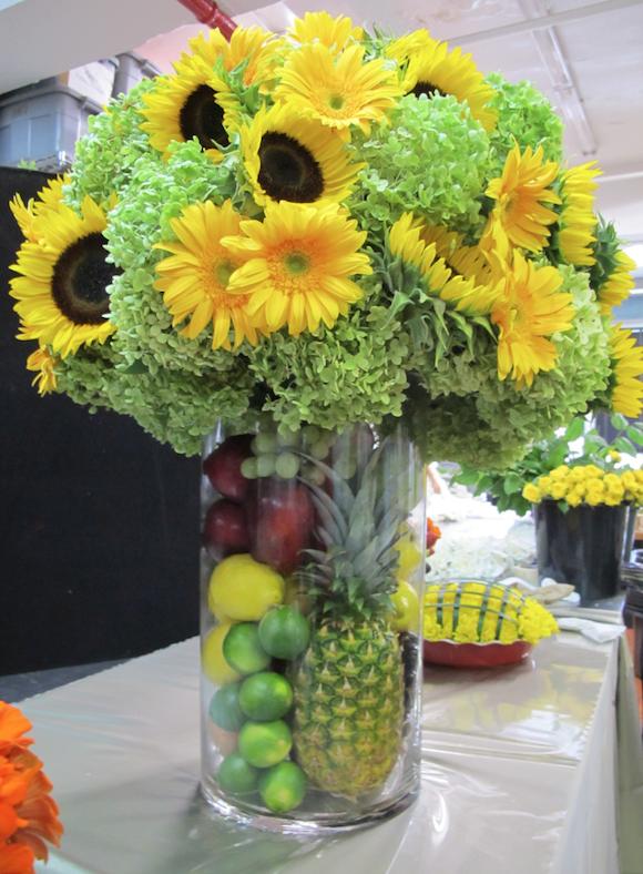 Pin By Lavonda Goad On Diy Crafts Etc Table Flower Arrangements Sunflower Centerpieces Fruit Flowers