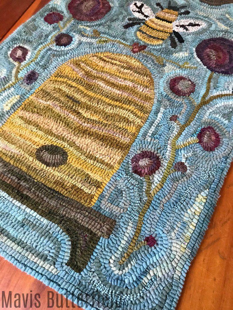 Folk Art Primitive Wool Hooked Rug Queen Bee Etsy Rug Hooking Patterns Rug Hooking Designs Rug Hooking