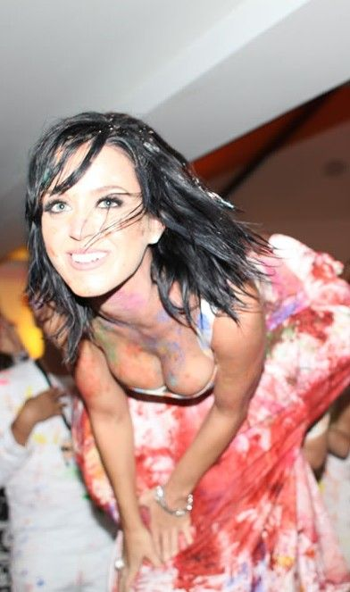 Katy perry 39 s wild 25th birthday party with paint and cake - How warm does it have to be to paint outside ...