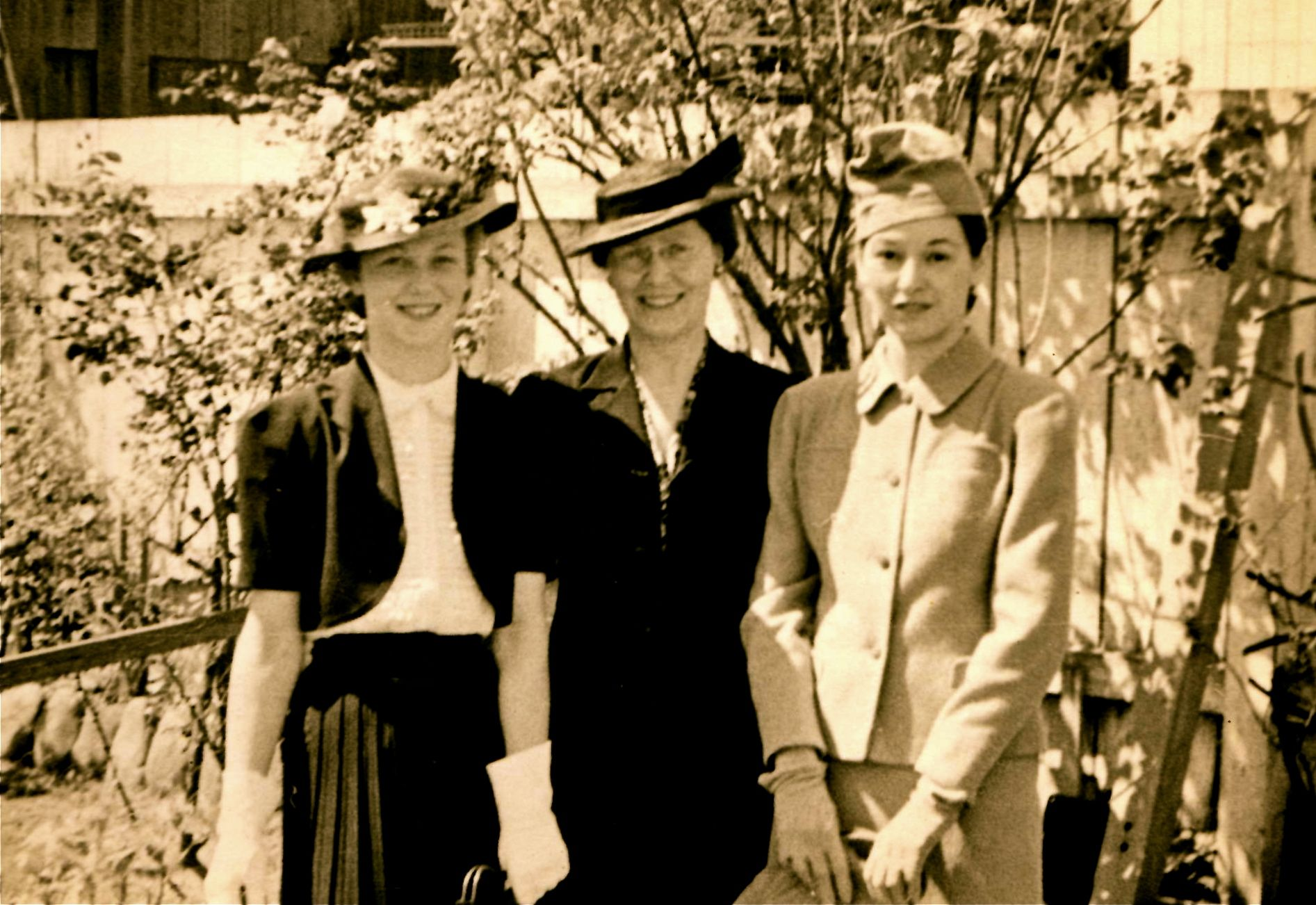 My Aunt Jean Wright Miller, grandmother Nettie Irene Wright, and mom Elsie Wieser Wright looking stylish.