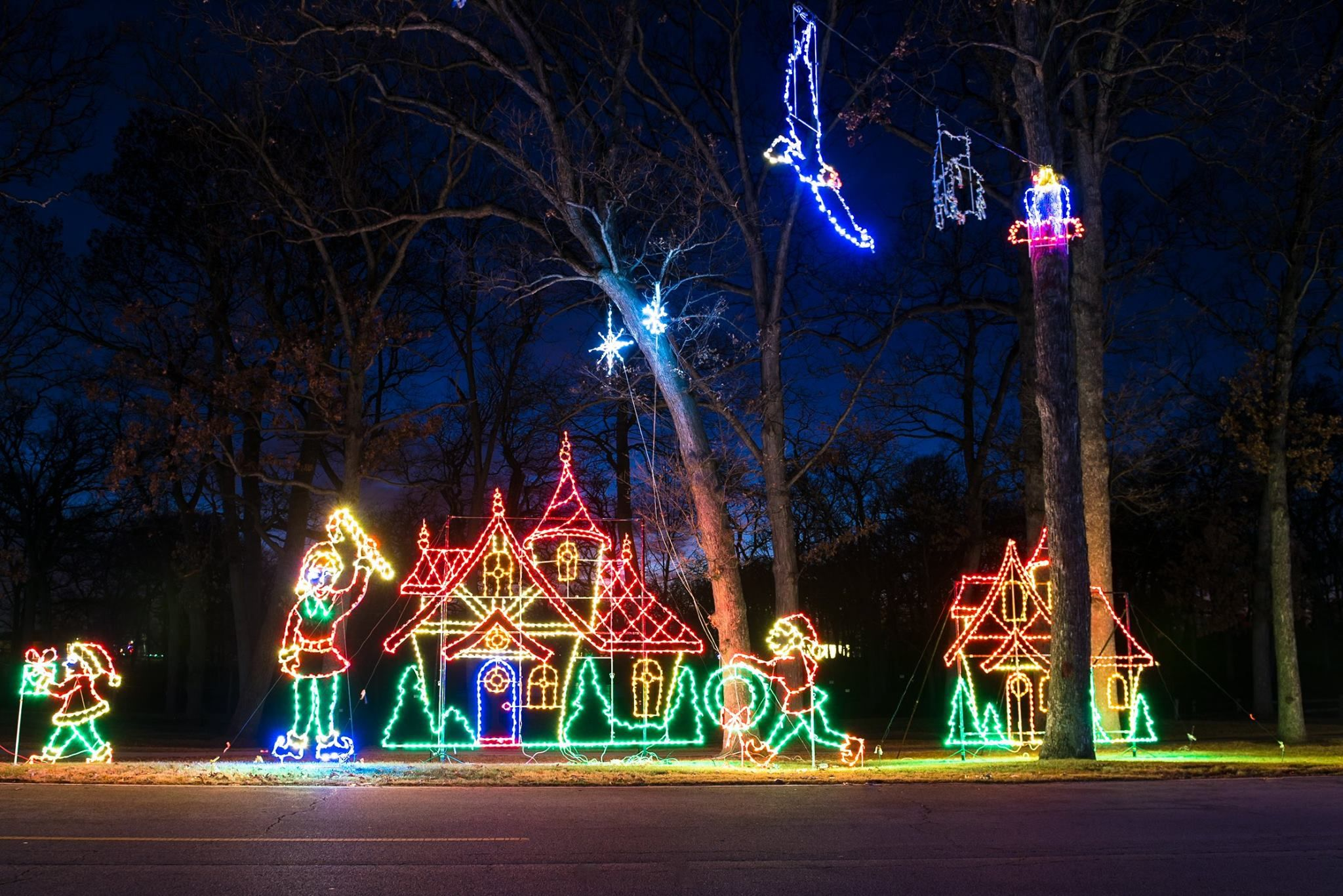 Take A Dreamy Ride Through The Largest Drive Thru Light Show In Illinois The Festival Of Lights Light Show Festival Lights Illinois