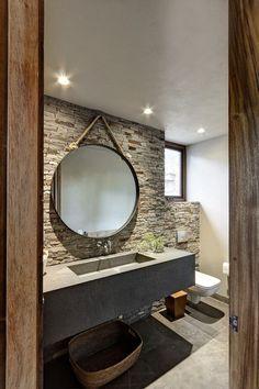 Spots, large vasque, carrelage sol, grand miroir rond, mur en ...