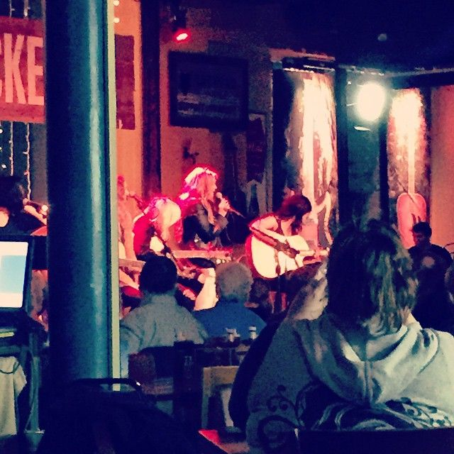 LaurenAlainaNow tweeted  @LaurenAlainaNow We're betting diners were thrilled last night @PuckettsGrocery when Lauren graced them with a surprise performance! http://instagram.com/p/ygif51qf7I/ (January 30, 2015)