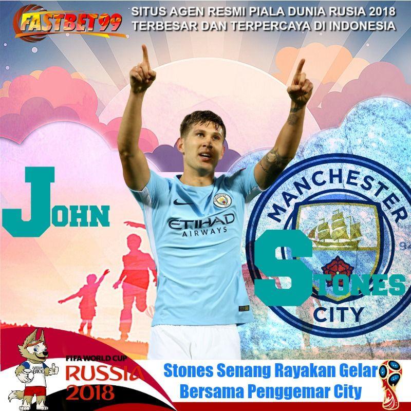 Bek Manchester City John Stones bersama rekanrekan