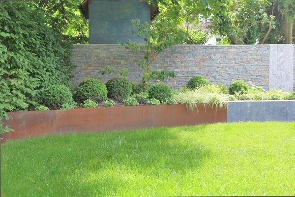 beet einfassung aus rostigem stahl corten steel corten stahl pinterest. Black Bedroom Furniture Sets. Home Design Ideas