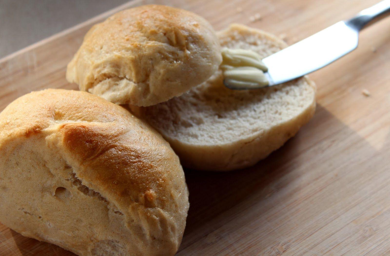 Ager bager: Vildt luftige, helt hvide boller...