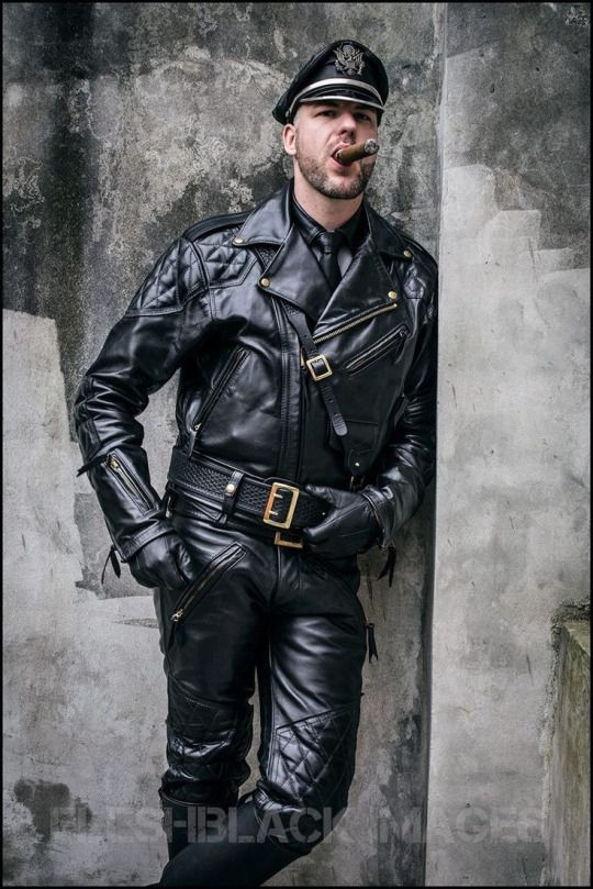 LEATHER GAY PIC